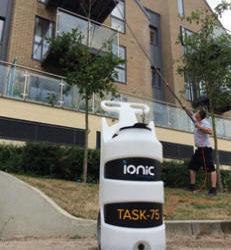 Task Trolley, depósito de agua portátil para sistemas de limpieza con agua pura.