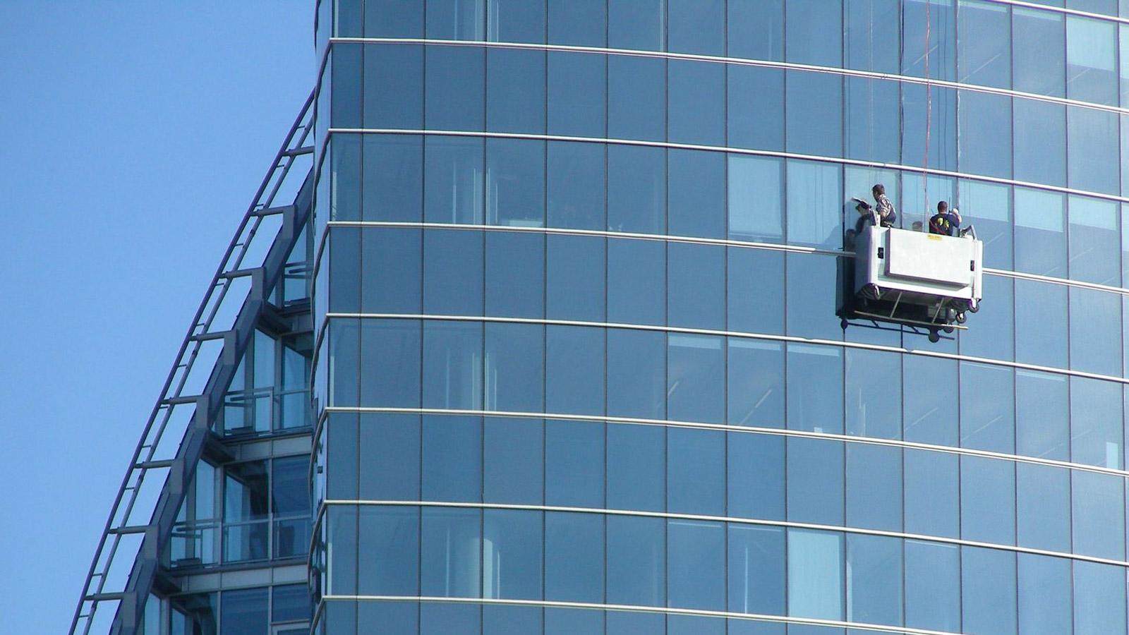 La góndola es un sistema que requiere estructura fija en el edificio. Es un sistema seguro y muy práctico.